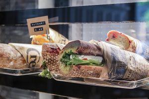 Tampereen Bakery Cafe - aamupalalla täytetyt leivät